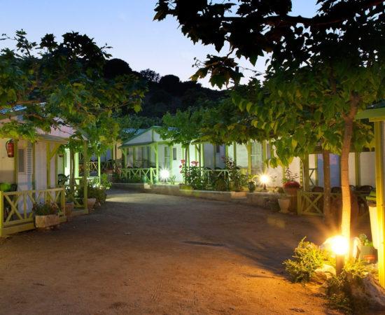 aperçu d'un établissement de plein air camping bungalow