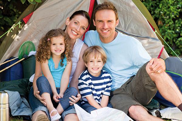 famille de campeurs